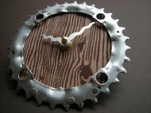 recycled-bike-chain-ring-wall-clock2
